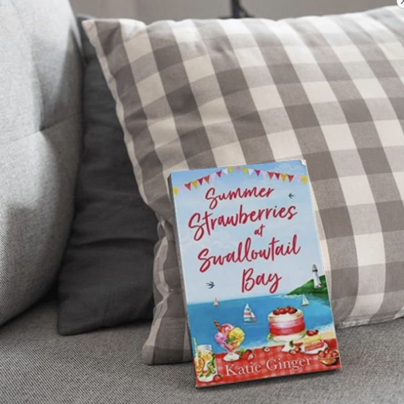 Book Review // Summer Strawberries At Swallowtail Bay by Katie Ginger